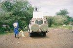 タンザニア・タランギーレ国立公園で車の消毒中